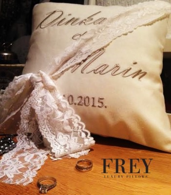 Wedding pillows with personalized emroidery