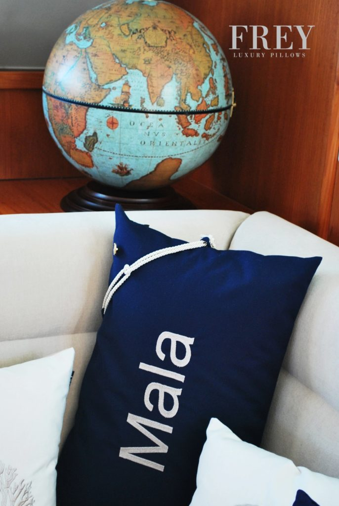 Personalized pillows for Lagoon 570